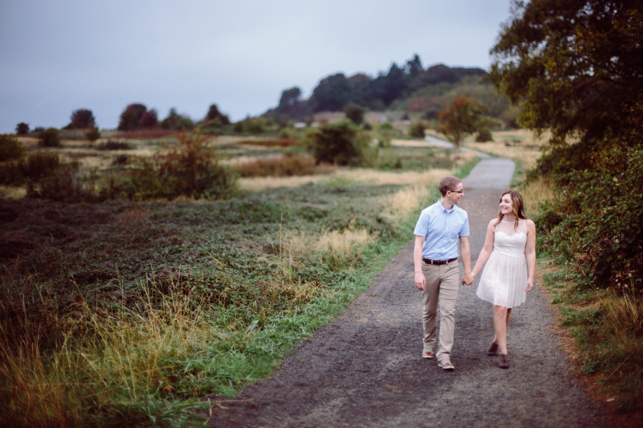 engagement photos at discovery park
