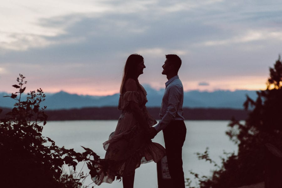 sunset engagement photos seattle